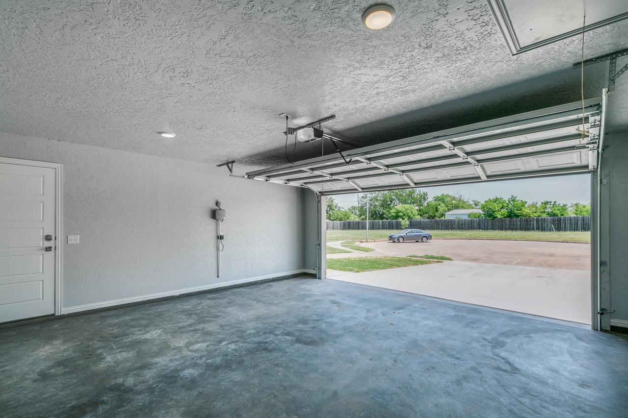 1811 / 3bd – 2bth – 2 Garage images