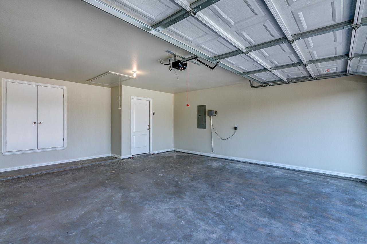 1704 / 3bd – 2bth – 2 Garage images