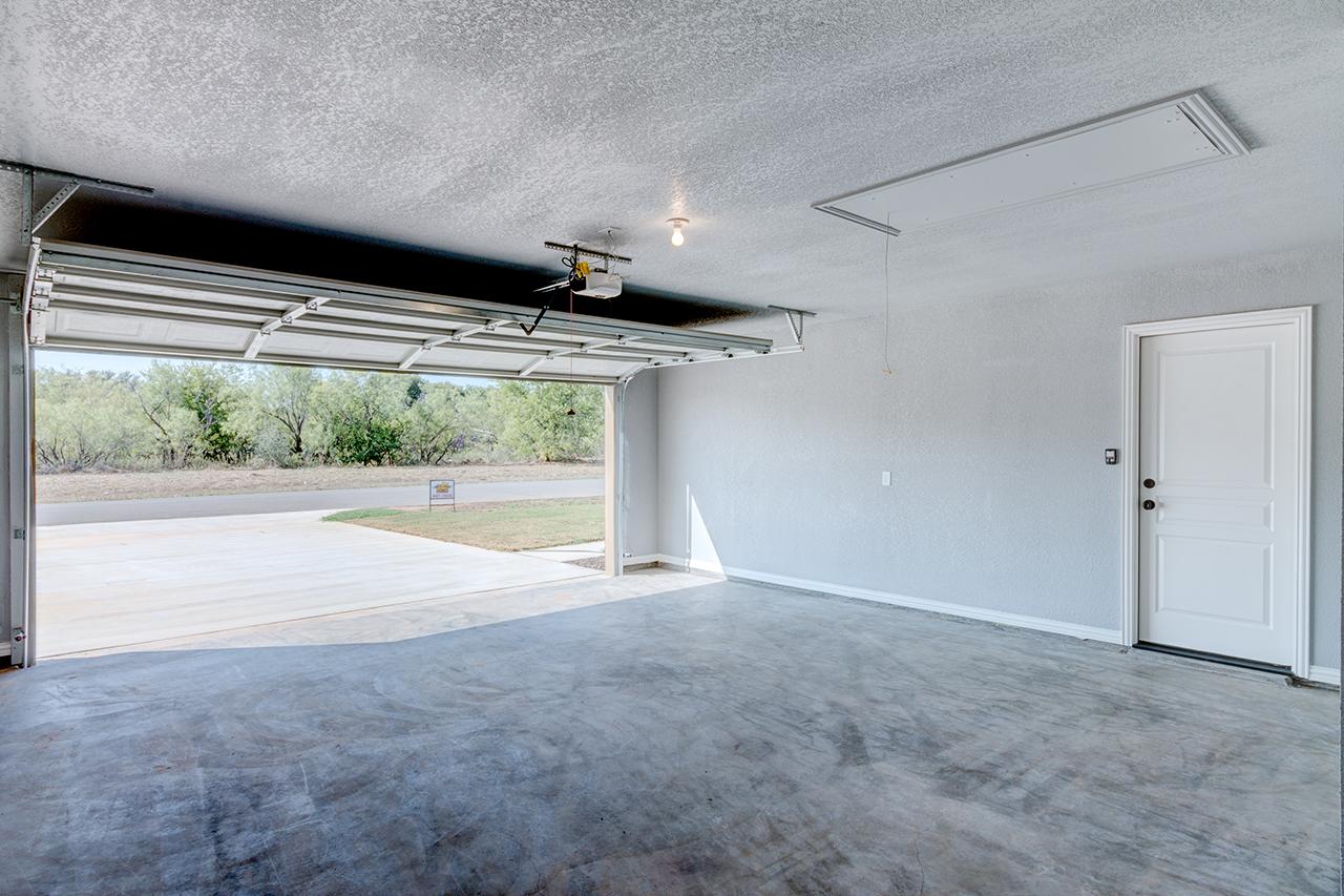 1864 / 3bd – 2bth – 2 Garage images