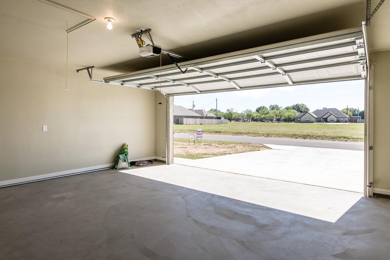 1692 / 3bd – 2bth – 2 Garage images