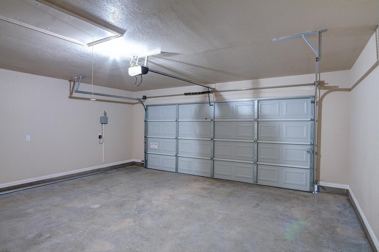 1608 / 3bd – 2bth – 2 Garage images