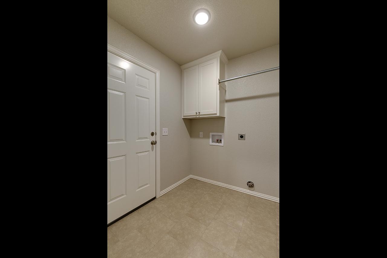 1253 / 3bd – 2bth – 1 Garage images