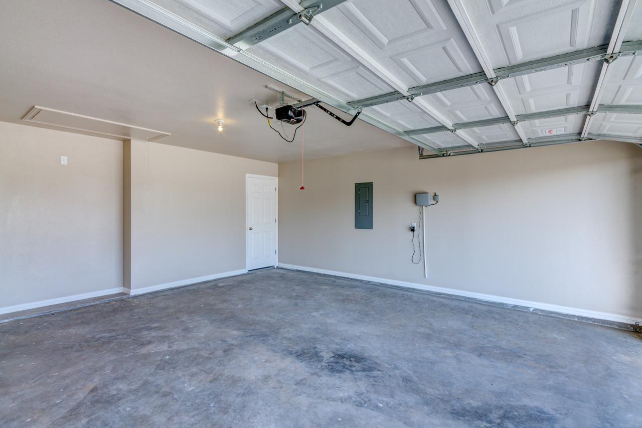 1772 / 4bd – 2bth – 2 Garage images